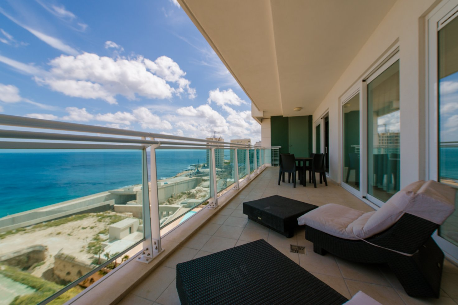 Seafront Apartment with Pool in Fort Cambridge - Buena ...